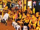 """""""ร้านอาหารข้างทางใน กรุงฮานอย"""" ภาพมุมเดียวกัน ก่อนวิกฤตโควิด-19 กับภาพปัจจุบัน"""